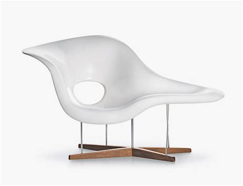 la chaise lounge chair la chaise designer lounge chairs available from vitra