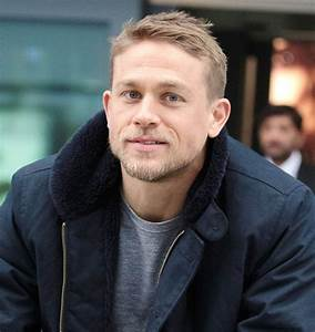 Charlie Hunnam is sexier than ever in a black suit at Lost ...