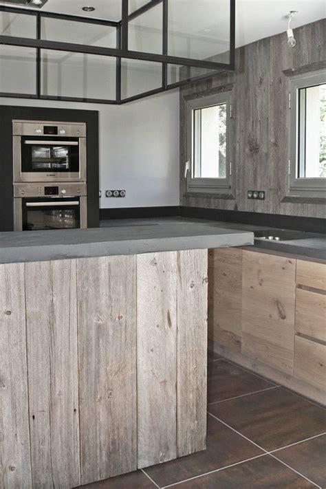 atelier de cuisine en gascogne cuisine en chene a noeuds et bois de canada verrière