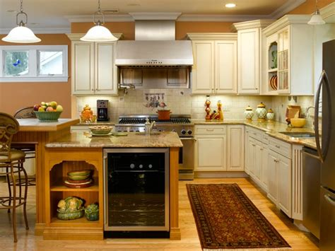 Offwhite Kitchen Cabinets With Contrasting Island