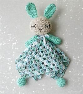 Manta De Apego Conejo Amigurumi A Crochet