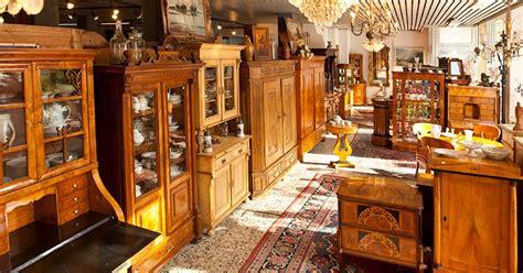 Weitere 400 M² Ausstellungsfläche Mit Antiken Möbeln Der