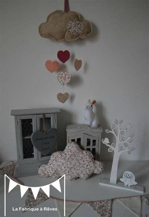 suspension chambre bebe décoration chambre enfant bébé fille liberty nuage étoile