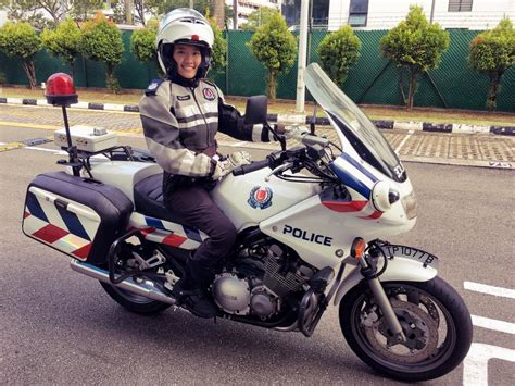 This S'pore Traffic Policewoman Makes You Want To Speed So