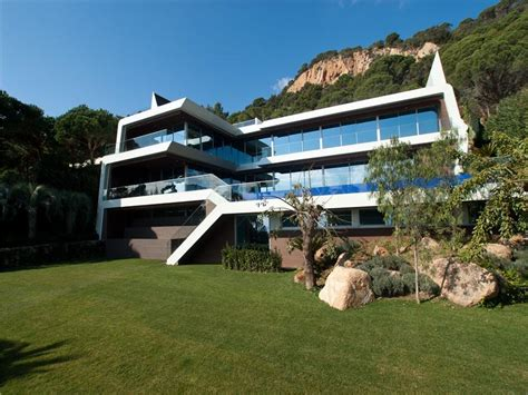 modern designer villa  pricey pads