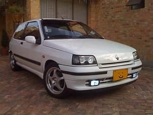 1995 Renault Clio - Pictures