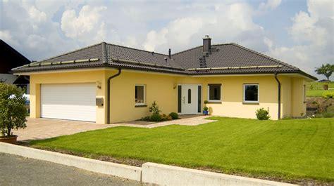 Bungalow Mit Ausgebautem Dach by Winkelbungalow Mit Angebauter Doppelgarage