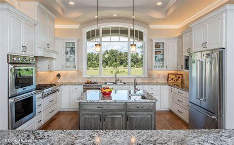 u shaped kitchen layout with island this u shaped kitchen features a center island for meal 9515