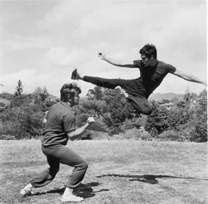 flying kick | Bruce lee photos, Bruce lee, Bruce lee training