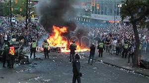 Rioting Crowd Wwwimgkidcom The Image Kid Has It