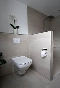 Kleines Wc Fliesen : seniorengerechtes bad in naturt nen home sweet home pinterest verschwinden badezimmer und ~ Markanthonyermac.com Haus und Dekorationen