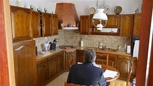 aidez moi a moderniser cette cuisine rustique With attractive quelle couleur pour le salon 8 un plan de travail en marbre dans la cuisine