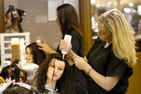 what are the responsibilities of cosmetologist