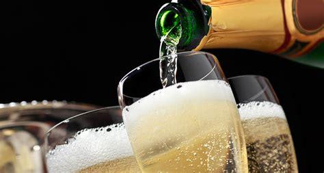 L'arte di sciabolare lo champagne. Assosommelier Corso Sullo Champagne con attestato ...