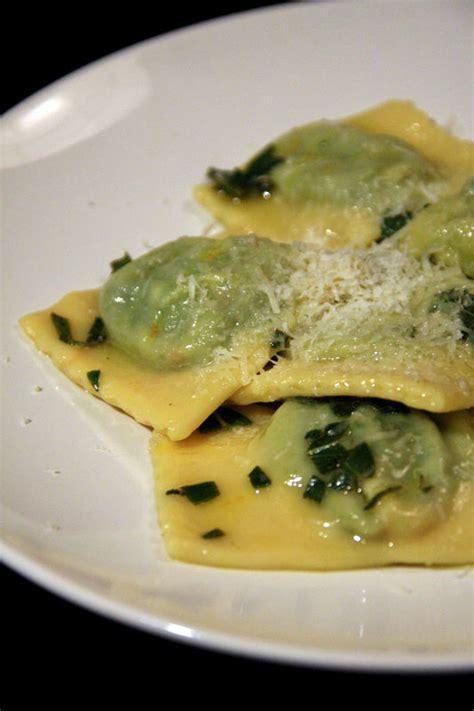 cuisiner epinard en boite le goût des vacances raviolis à la ricotta et aux épinards beurre de sauge beau à la louche