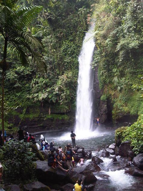 wisata segarnya mandi  curug sawer kawasan  gunung