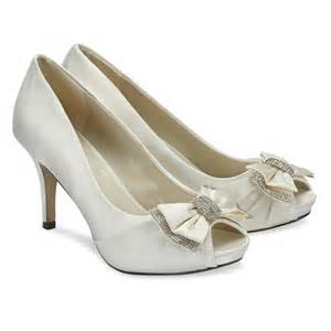 wedding shoes ivory pink paradox casey ivory wedding shoes bridal accessories