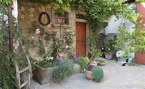 Deko Für Terrasse : pflanztr ge aus steinguss selbst gebaut sch ne deko terrasse und blumen ~ Sanjose-hotels-ca.com Haus und Dekorationen