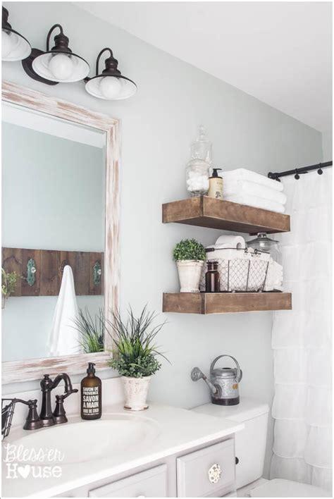 Looking for easy bathroom wall decor ideas? 10 Creative DIY Bathroom Wall Decor Ideas