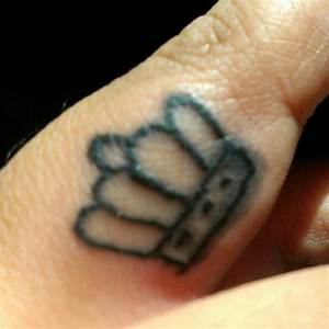 45+ Crown Finger Tattoos Ideas