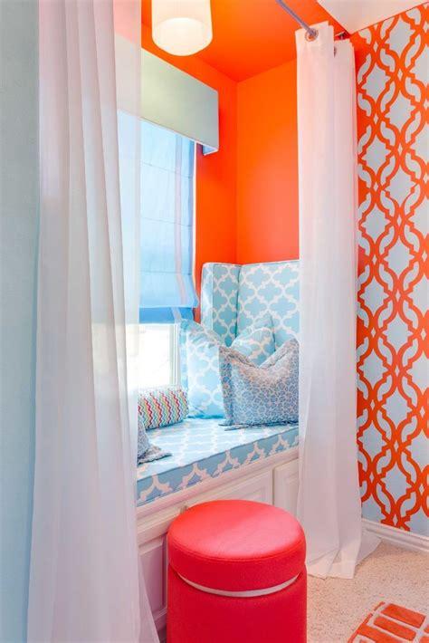 diy stenciled accent wall   teen girls bedroom