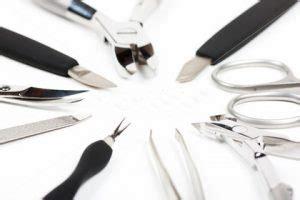Чем можно заменить обезжириватель для ногтей под гель лак?— 2 answers