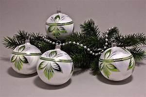Weihnachtskugeln Glas Lauscha : 4 gro e kugeln 10cm eiswei mit gr n halbes blatt ~ A.2002-acura-tl-radio.info Haus und Dekorationen