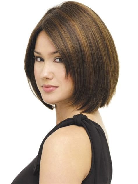 The medium length haircuts are trendy and popular as it is effortless styling and comfortable. 14 Finest Medium Length Hairstyles for Round Faces - CircleTrest