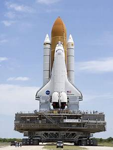 Space Shuttle Discovery Moves To Launch Pad - Zimbio