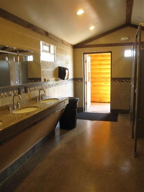 Niagra Falls Campsite bath house   Camp Ground Bathroom
