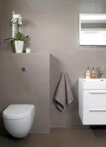 bad modern gefliest 2 fliser grått og hvitt inspirasjon bad modern bath and simple