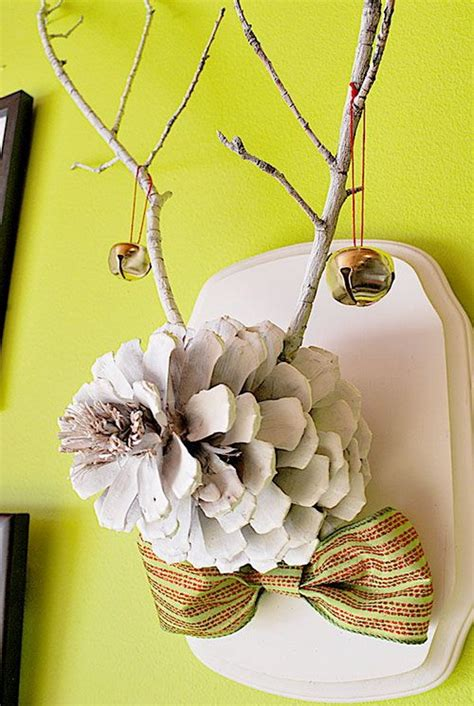beautiful pinecone decorating ideas tutorials  holiday