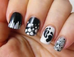 Black white nails picture