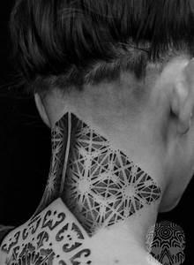 Idée De Tatouage Femme : tatouage nuque femme id es pour les femmes d licates ~ Melissatoandfro.com Idées de Décoration