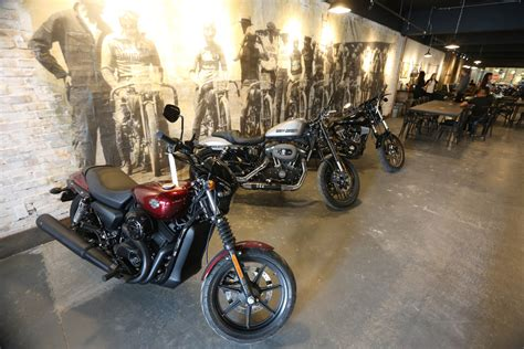 Harley Davidson Motorcycle Shop by Harley Davidson Opens Downtown Biker Themed Caf 233 Toronto