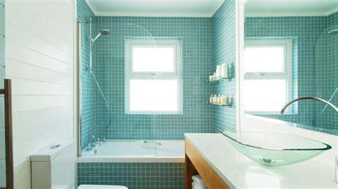 repeindre la salle de bain repeindre carrelage salle de bain les 3 erreurs 224 233 viter avec la peinture c 244 t 233 maison