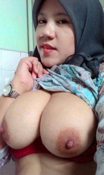 Foto Jilbab Nakal Lagi Isap Kontol Berotot Teentong