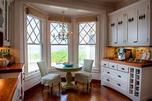 10 charming breakfast nook ideas town country living With 10 charming window covering ideas