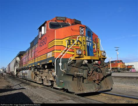 BNSF Freight Trains Along the Mississippi River ...