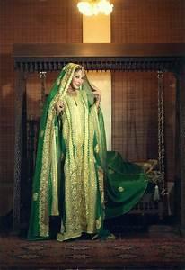 COSTUME PLANET: Thobe al Nashal:Traditional Clothing of ...