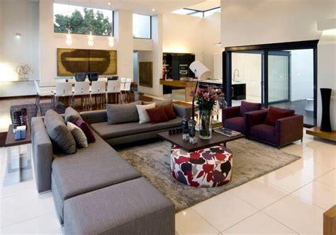 canapé fushia idee deco salon gris prune deco maison moderne