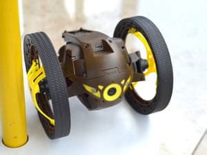 parrot minidrones jumping sumo review rolling jumping robot technology  guardian