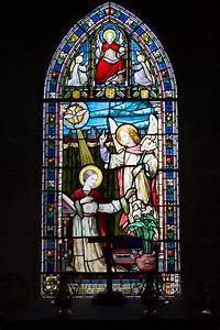 File:Grouville Church stained glass window 01.JPG