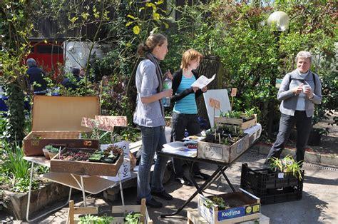 Botanischer Garten Erlangen Pflanzenbörse pflanzenb 246 rse im botanischen garten friedrich