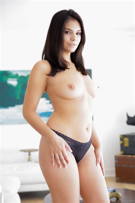 Cute Newcomer Violet Star Wearing Braces Performs In Her