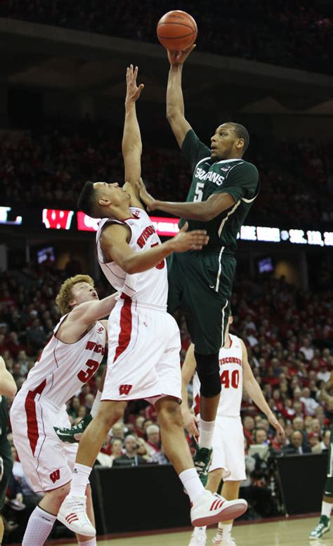 tom payne uw tom oates spartans are like badgers only better