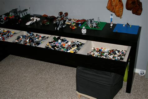 that s the coolest thing lovin the lego table