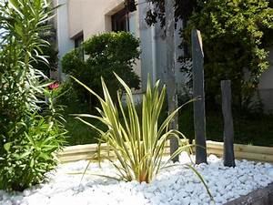 Déco Massif Avec Galets : massif piquets d 39 ardoise galets marbre blancs jardin ~ Dailycaller-alerts.com Idées de Décoration