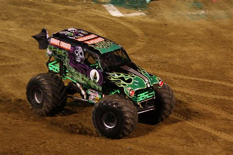 old grave digger monster truck the classic monster truck grave digger flickr photo