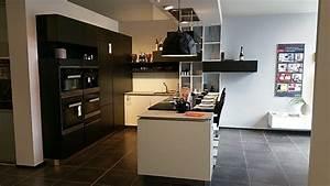 Küchen Mit Glasfront : schmidt k chen musterk che grifflos k che kombiniert mit wei er glasfront und schwarzen matt ~ Watch28wear.com Haus und Dekorationen